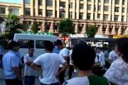 泗阳雅典花园:业主维权拉横幅维权 无法办理房产证